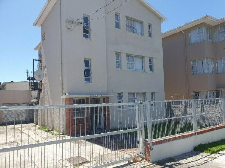 Room for rent in block of flats in southernwood, wynne