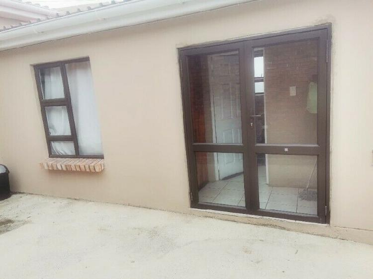 ROOM AVAILABLE FOR RENTAL FOR R2000