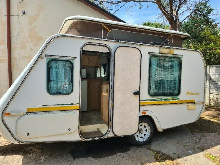 2001 gypsey raven caravan with island bed lightweight and