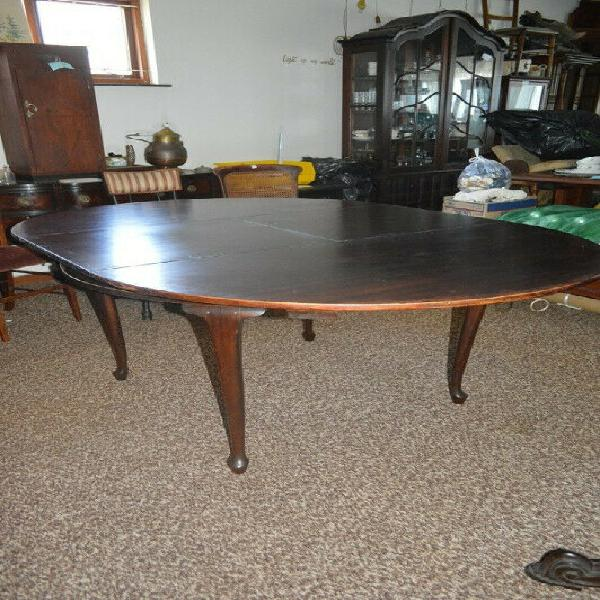 Round/oval extension table lovely condition