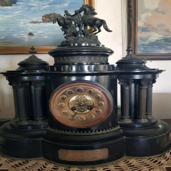Wooden mantle clock - antique